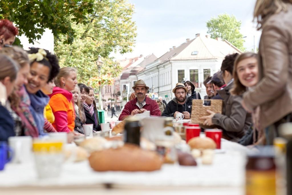 """Projektas """"Duona kasdieninė"""" (Vėjūnė Sudarytė), 8-oji Kauno bienalė, 2011. Remio Ščerbausko nuotrauka."""