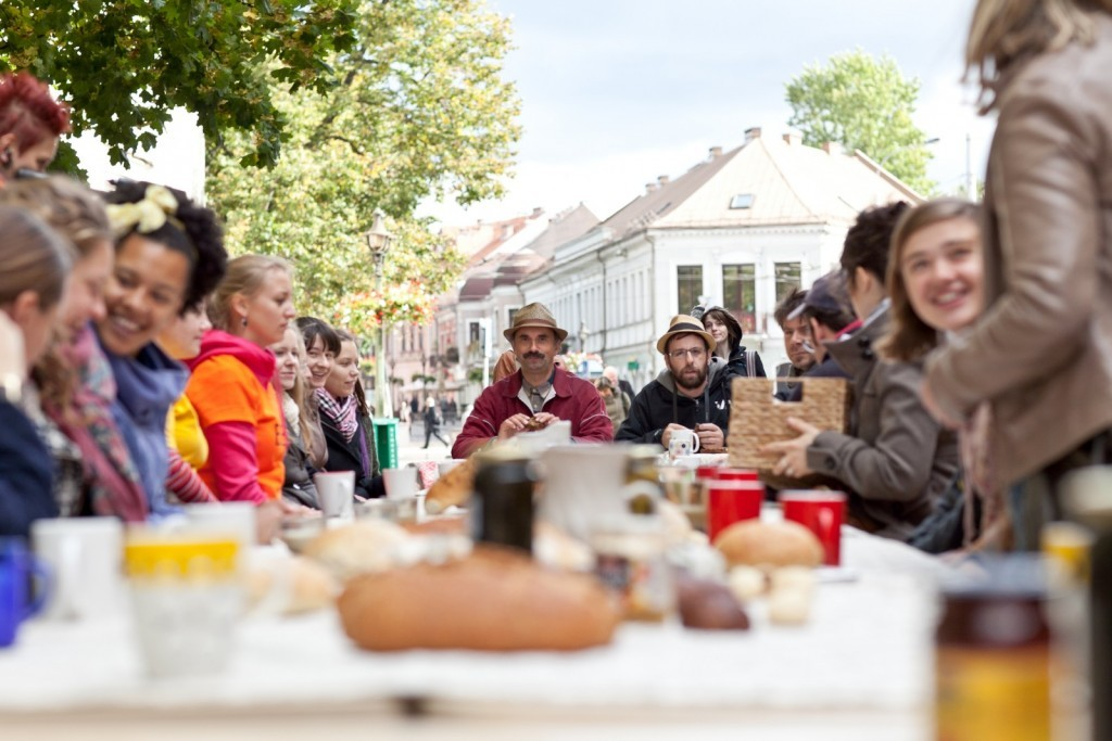 """Projektas """"Duona kasdieninė"""" (Vėjūnė Sudarytė), 8-oji kauno bienalė, 2011.Remio Ščerbausko nuotrauka."""